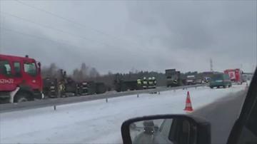 Kolizja dwóch ciężarówek amerykańskiej armii na A2. Ruch jednym pasem