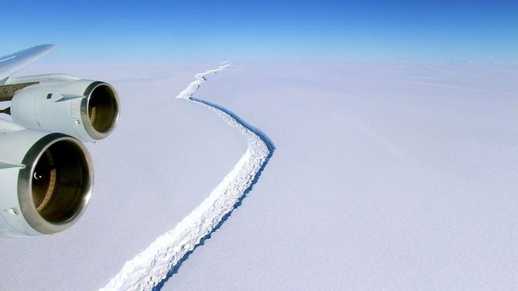 Góra lodowa o powierzchni czterech Londynów oderwała się od Antarktydy i odpływa na północ