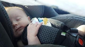 USA: nie żyje dwulatek zostawiony przez rodziców na pięć godzin w samochodzie