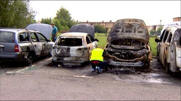 Pożar siedmiu aut. To prawdopodobnie podpalenie
