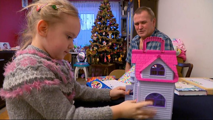 Samotnie wychowuje córkę. Pomogli policjanci