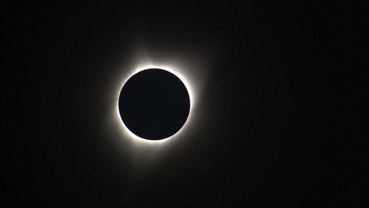 """""""Najliczniej oglądane zaćmienie Słońca w historii"""". Zjawisko obserwowały miliony Amerykanów i turystów"""