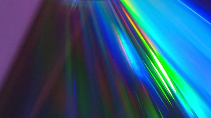 Polacy stworzyli zasilany elektrycznie laser polimerowy. Pierwszy na świecie