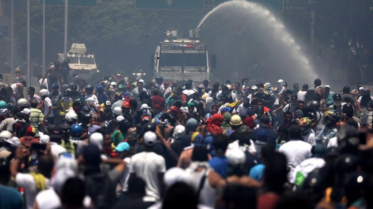 Wenezuela: starcia zwolenników Guaido z policją. Amerykanie nie wykluczają interwencji zbrojnej