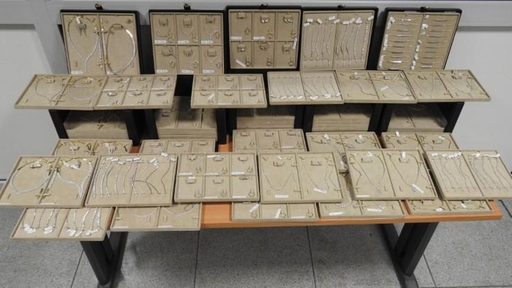 25 kilogramów biżuterii w bagażu obywatela Turcji. Nietypowe znalezisko na Lotnisku Chopina