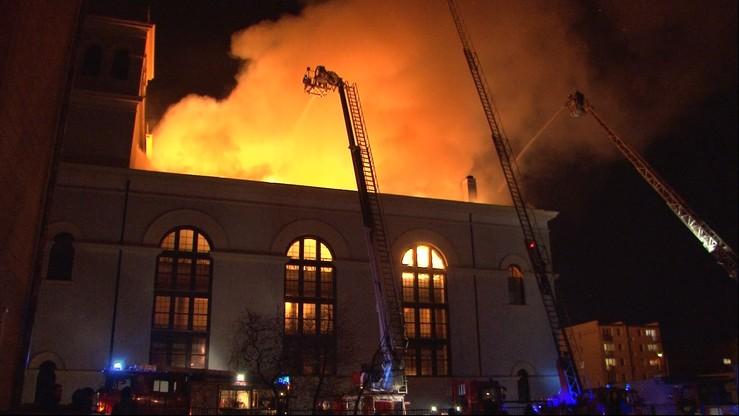 Ogromny pożar kościoła w Braniewie ugaszony