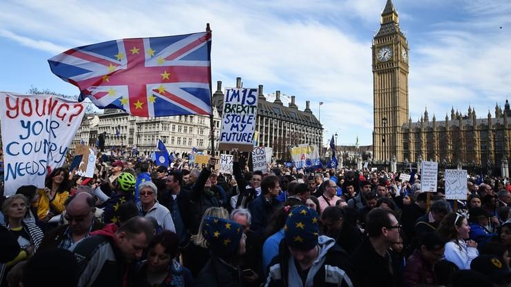 Tłumy na ulicach Londynu. Manifestacja przeciwników Brexitu