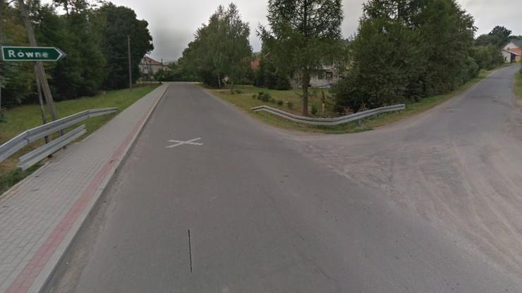 Ktoś rozsypuje kolce na drodze. Uszkodził policyjny radiowóz