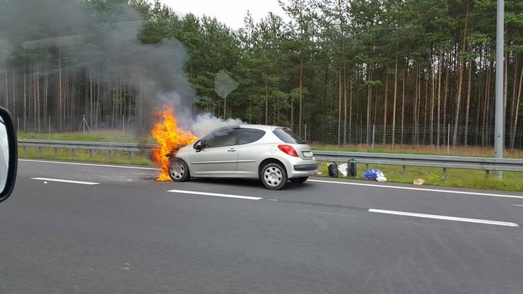 Auto stanęło w płomieniach na drodze do Trójmiasta