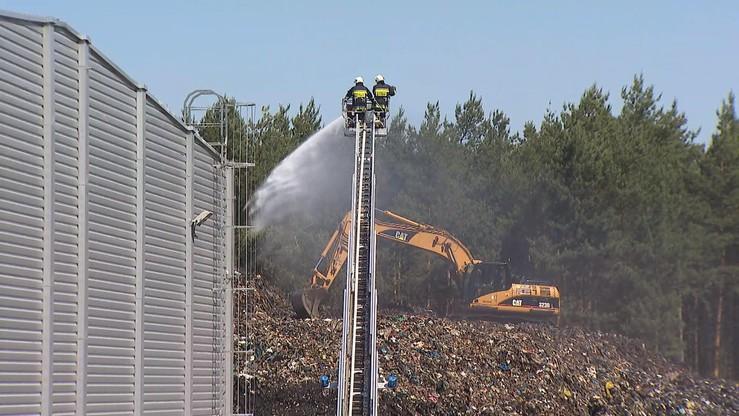 Strażacy zakończyli akcję na składowisku odpadów w Studziankach. W czwartek znów pojawił się tam dym