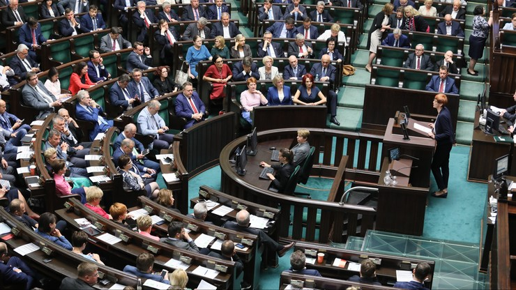 """""""Nie da się bubla naprawić kolejnym bublem"""". Sejmowa debata o projekcie noweli o Sądzie Najwyższym"""