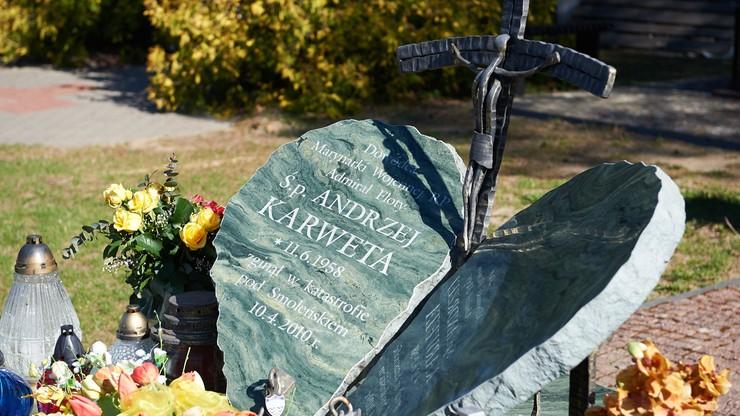 Wdowa po adm. Karwecie: w trumnie męża były też szczątki siedmiu innych osób