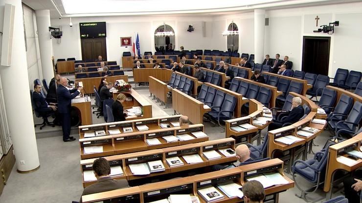W Senacie PO przeciw obniżeniu wieku emerytalnego, PiS za