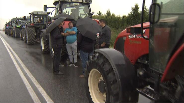 """""""Wojna o wieś"""". Rolnicy z AgroUnii blokują drogę"""