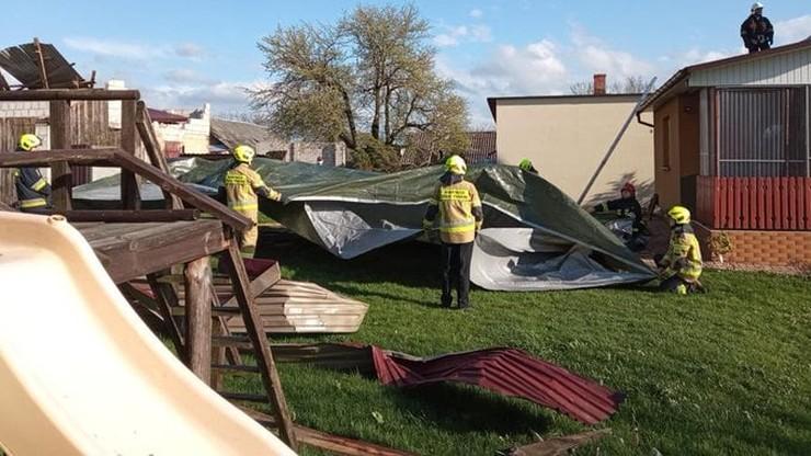 Uszkodzone budynki, połamane drzewa. Ponad 1,3 tys. interwencji straży