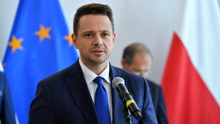 """Trzaskowski zarzuca ministerstwu """"skandaliczną manipulację"""" danymi"""