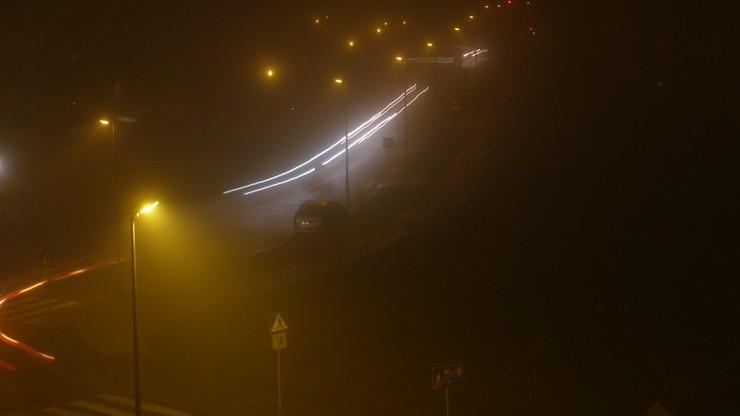 Uwaga na gęste mgły. W części kraju także marznące opady