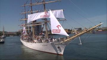 """""""Dar Młodzieży"""" wypłynął w roczny Rejs Niepodległości. W każdym z portów impreza promująca Polskę"""