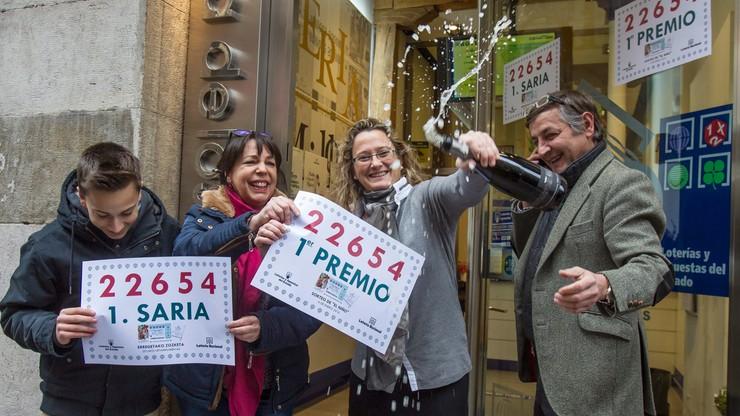 Wygrali w loterii 200 tysięcy euro! Teraz piją szampana!