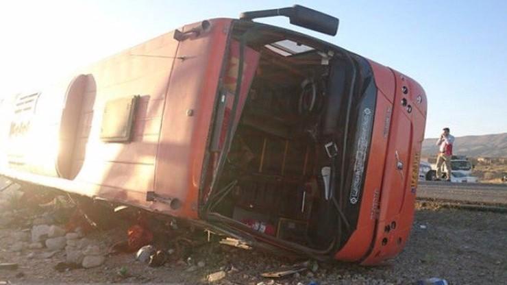 12 uczennic zginęło w wypadku autobusu w Iranie