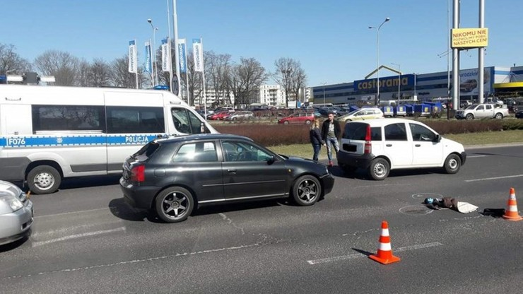 Policjanci pracowali na miejscu śmiertelnego wypadku. W jednego prawie wjechał pijany kierowca