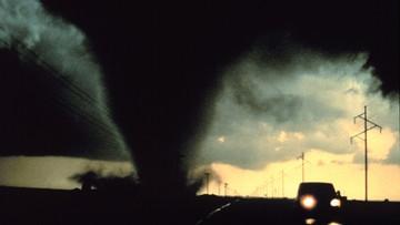 Groźba trąb powietrznych. Nadchodzą burze. Niepokojące prognozy dla ośmiu województw