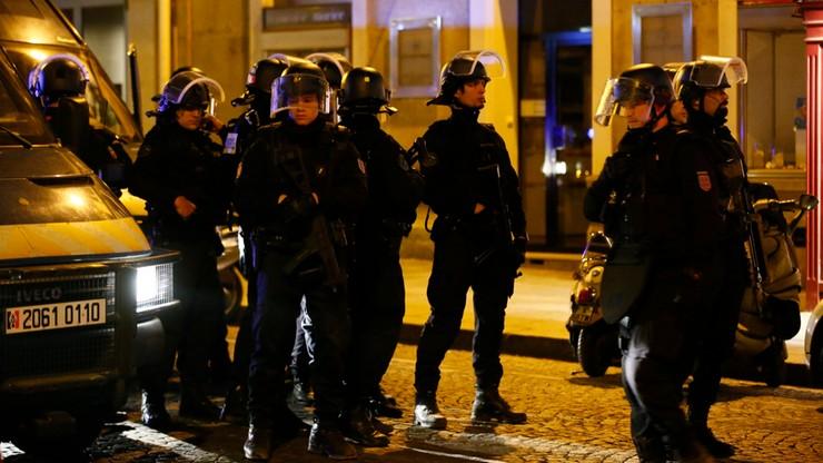 """""""Zamach na Polach Elizejskich godzi w symbole Francji"""". Komentarze po ataku w Paryżu"""