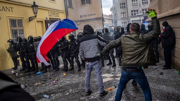 Czechy: broń na proteście przeciwko restrykcjom. Wybuchły zamieszki