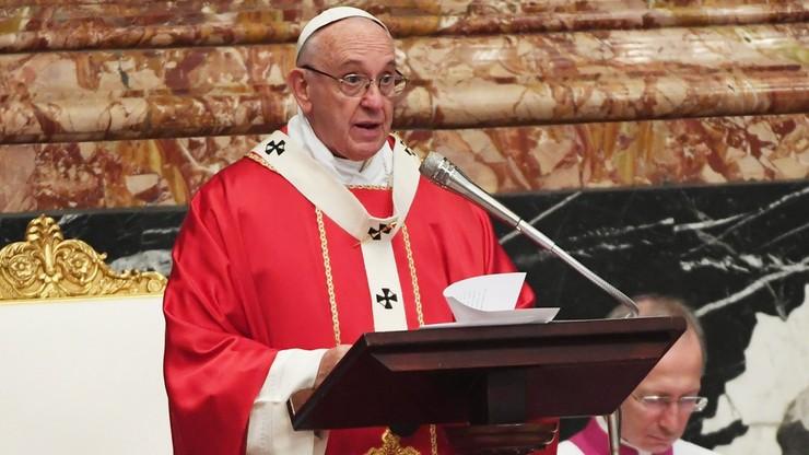 Papież chce debaty o zniesieniu celibatu księży. Powodem spadek powołań