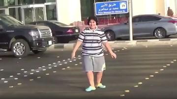 """14-latek zatańczył """"makarenę"""" na ulicy. Został aresztowany za """"niestosowne zachowanie"""""""