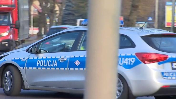 Łódź: 22-letni taksówkarz potrącił pieszych i uderzył w latarnię