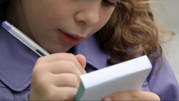 Pisownia inkluzywna. Francuski minister wprowadził zakaz w szkołach