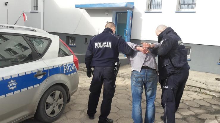 Wjechał autem w płot, a potem zaatakował policjanta kijem. Padły strzały ostrzegawcze