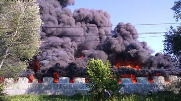 Potężny pożar składu opon na Podkarpaciu. Ewakuowano okoliczne budynki
