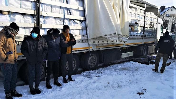 Imigranci ukryci w tureckiej ciężarówce zatrzymani na Podkarpaciu