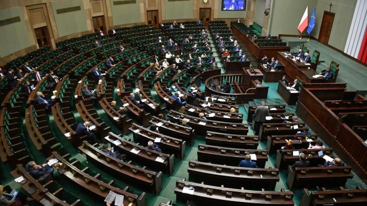 Sejm uchwalił nowelę ustawy covidowej ws. dodatków dla służby zdrowia