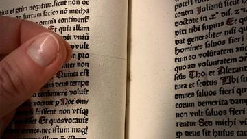 Niecodzienne odkrycie w bibliotece. Przez setki lat tkwiło w książce