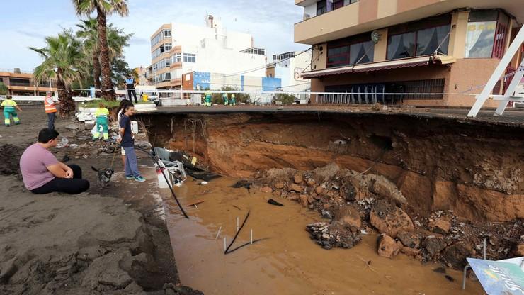 Wyspy Kanaryjskie pod wodą. Zalane piwnice i samochody