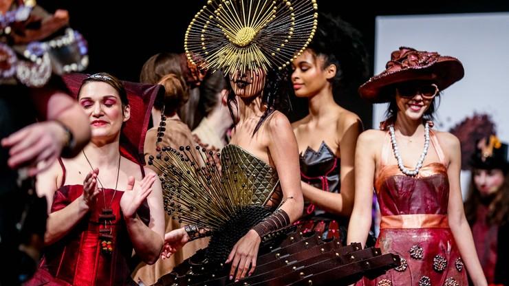 Sukienki i kapelusze z czekolady. Najsłodszy pokaz mody w Brukseli