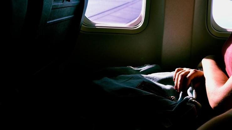 Znany golfista upił się w samolocie. Molestował śpiącą pasażerkę i wyzywał personel