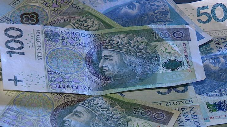 Seniorka straciła oszczędności. Dała złodziejowi wszystko, łącznie z kodami do karty