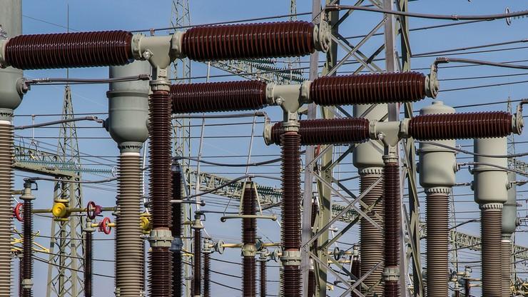 Zamrożenie cen prądu i dopłaty do aut elektrycznych. Projekt wpłynął do Sejmu