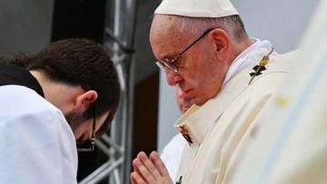 """""""Obchodzimy święto świętości"""". Papież odprawił mszę na stadionie w Malmoe"""
