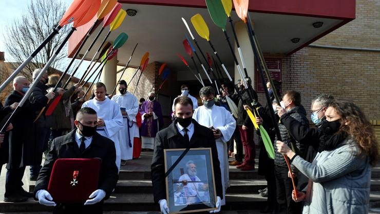 Pogrzeb Aleksandra Doby. Podróżnik pośmiertnie odznaczony przez prezydenta