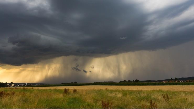 IMGW ostrzega przed intensywnymi ulewami i burzami nad Polską