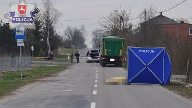 Ciężarówka przejechała po leżącym na drodze 17-latku. Do wypadku doszło o świcie