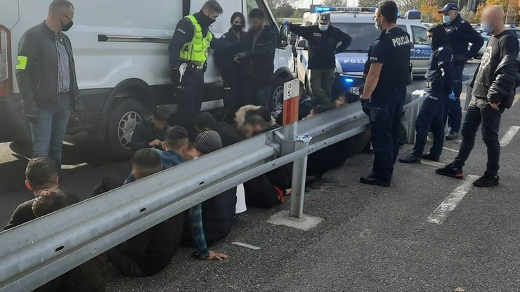 Bus z nielegalnymi migrantami zatrzymany. Był już przy granicy z Niemcami