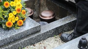 Zamiast kremacji, rozpuszczanie ciał w chemicznej cieczy. Nowe formy usług pogrzebowych