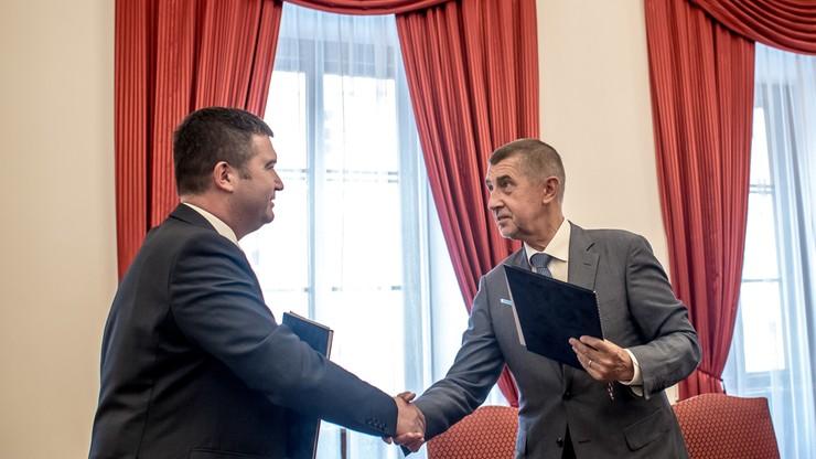 Premier Czech podpisał porozumienie ws. mniejszościowego rządu. W środę głosowanie w parlamencie