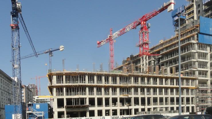 Budownictwo przegrywa z kryzysem siódmy miesiąc z rzędu